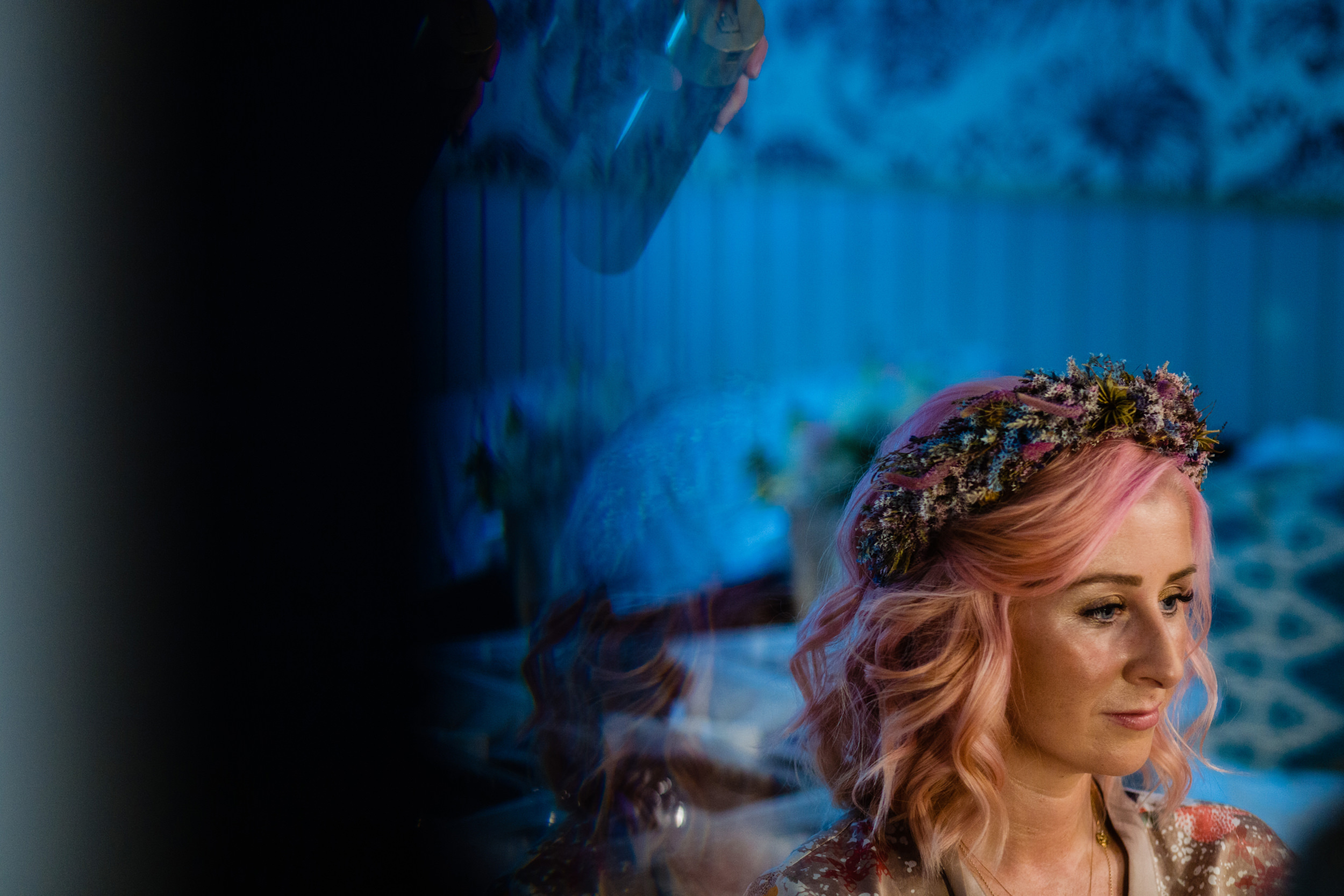 bride getting finishing touches to her hair. maybush wedding co wedding photography by emma and rich.